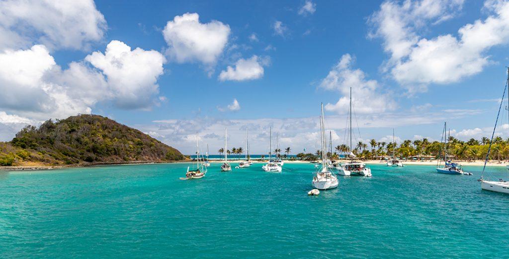 Baie de Mayreau - Croisière aux Grenadines avec Mermer Location Catamaran au départ de la Martinique