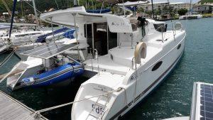 Poupe vue par tribord du Mahé 36 évolution à louer pour une croisière Mermer à la Martinique