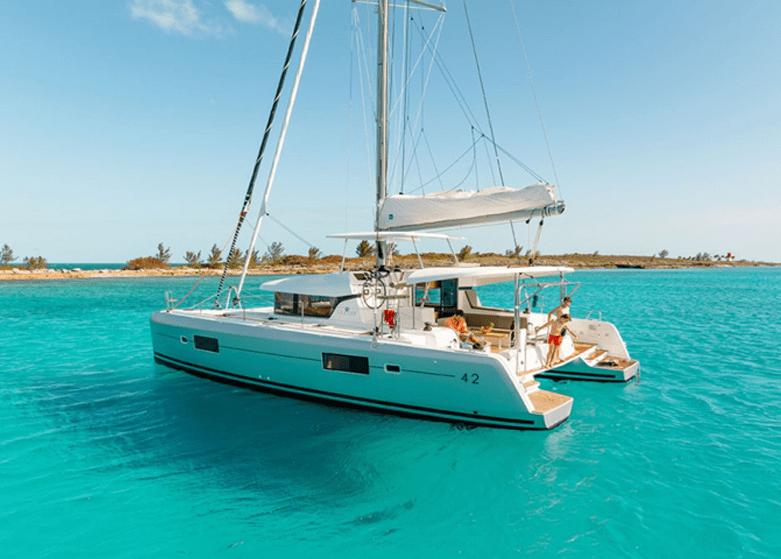 Lagoon 42 à louer à la Caraïbe avec Mermer Location Catamaran